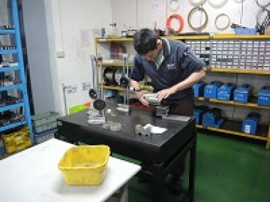 taiwan-precision-parts-Inspection_in_progress-TAIWAN_PARTS